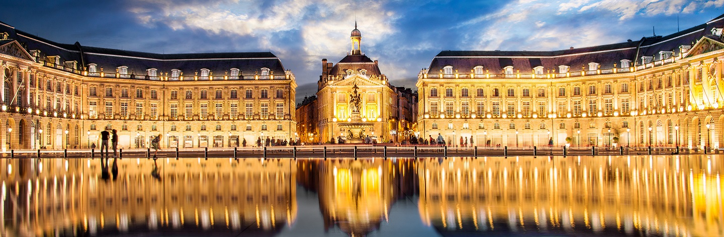 http://Place%20La%20Bourse%20In%20Bordeaux,%20The%20Water%20Mirror%20By%20Night,%20France